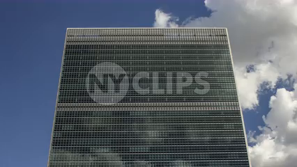 front view of top of UN Building in Manhattan - 4K timelapse close-up